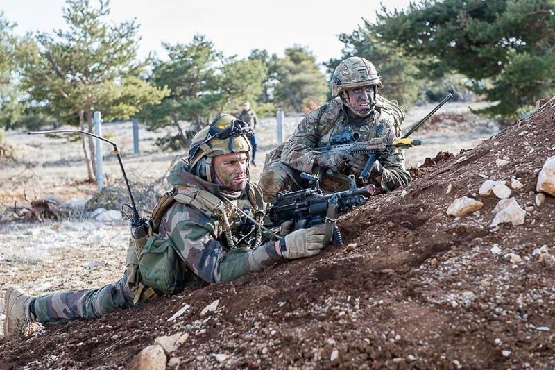 Armée Française / French Armed Forces - Page 22 23124