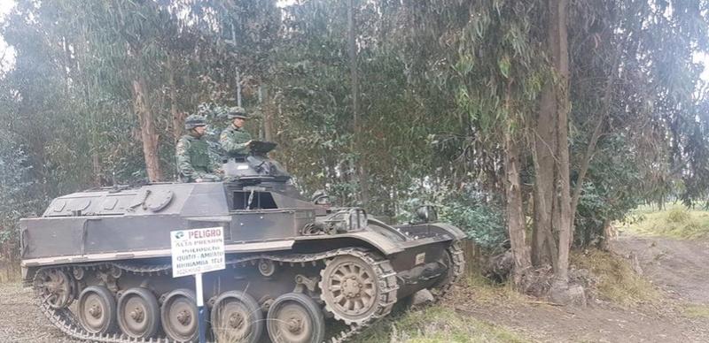 Armée Equatorienne/Fuerzas Armadas del Ecuador - Page 5 23214