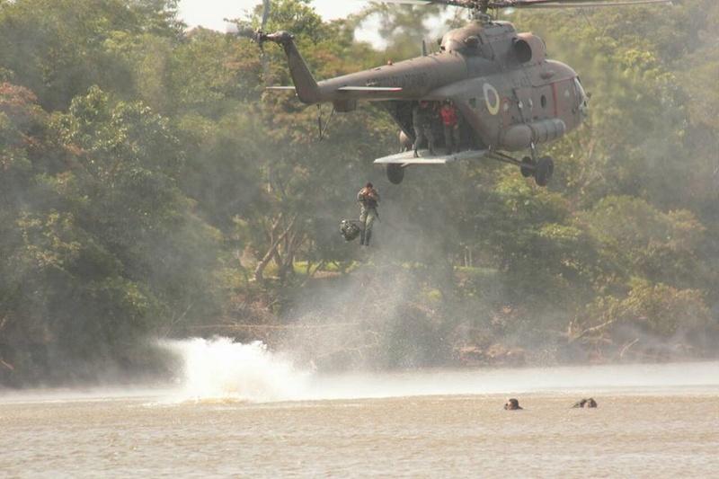 Armée Equatorienne/Fuerzas Armadas del Ecuador - Page 5 24234
