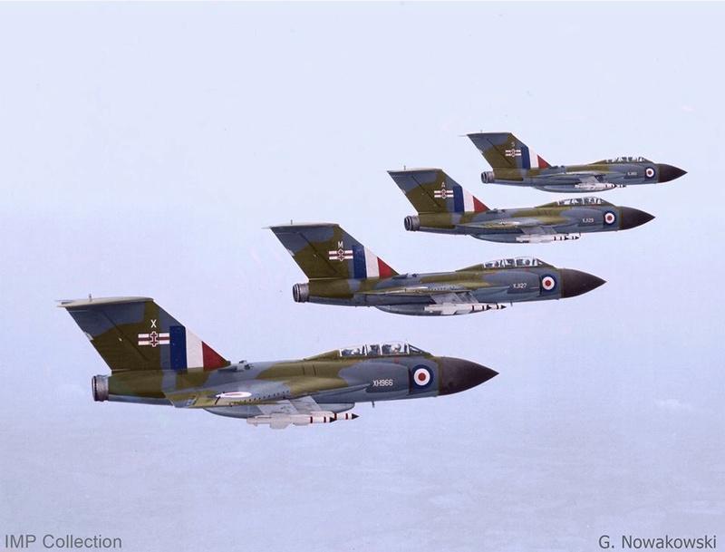 Photos d'avions militaires - Page 27 24815