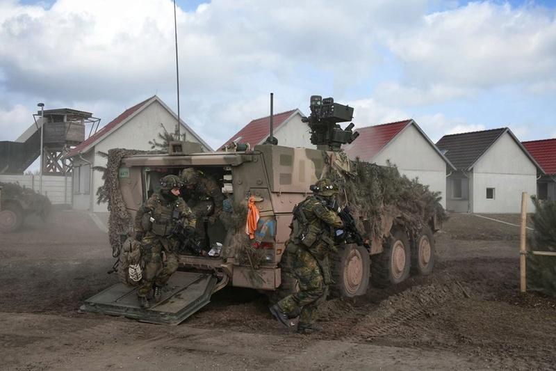 Armée Allemande (Bundeswehr) - Page 6 24933