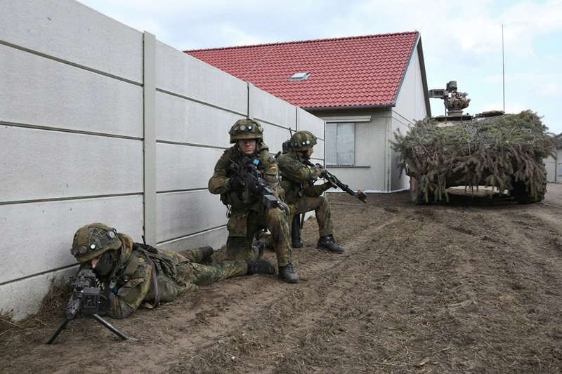 Armée Allemande (Bundeswehr) - Page 6 25225