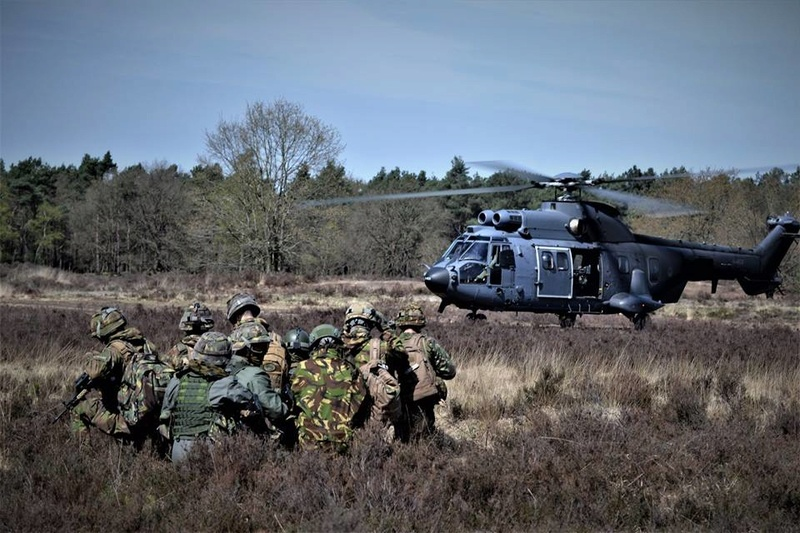 Armée Hollandaise/Armed forces of the Netherlands/Nederlandse krijgsmacht - Page 21 25927