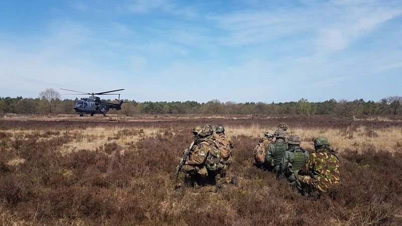 Armée Hollandaise/Armed forces of the Netherlands/Nederlandse krijgsmacht - Page 21 26024