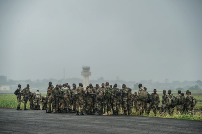 Armée du Gabon - Page 5 2616