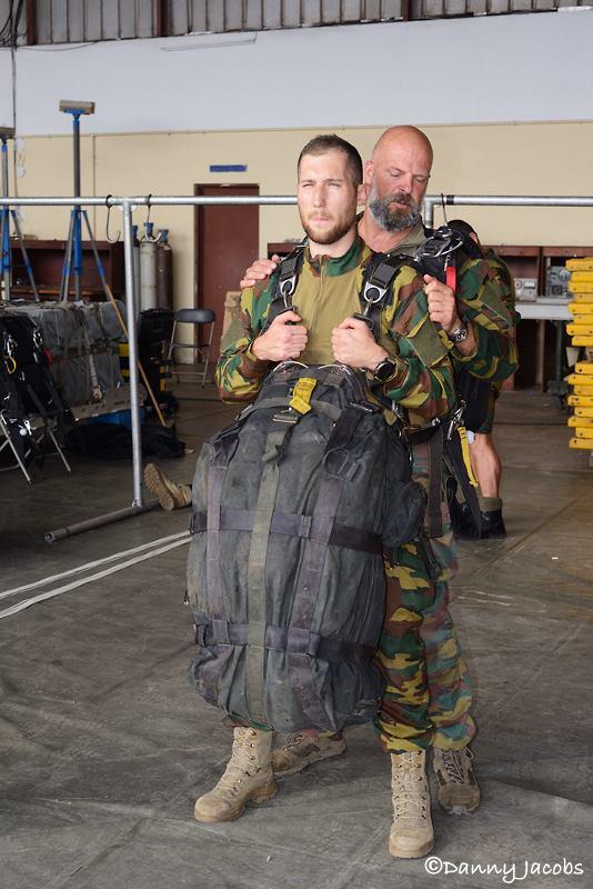 Armée Belge / Defensie van België / Belgian Army  - Page 13 2710