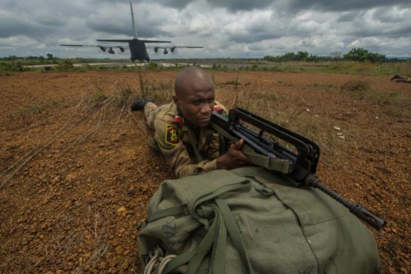 Armée du Gabon - Page 5 2915