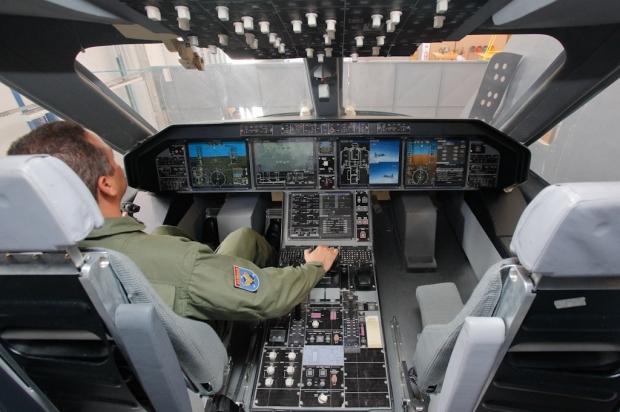 Avions de transport tactique/lourd - Page 6 2988