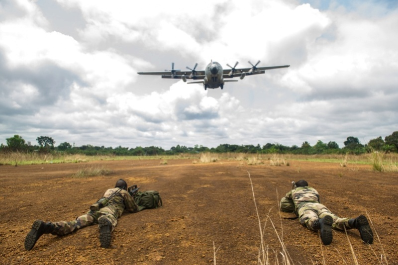 Armée du Gabon - Page 5 3114