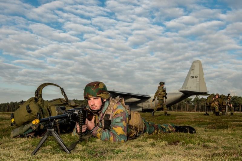 Armée Belge / Defensie van België / Belgian Army  - Page 13 3126
