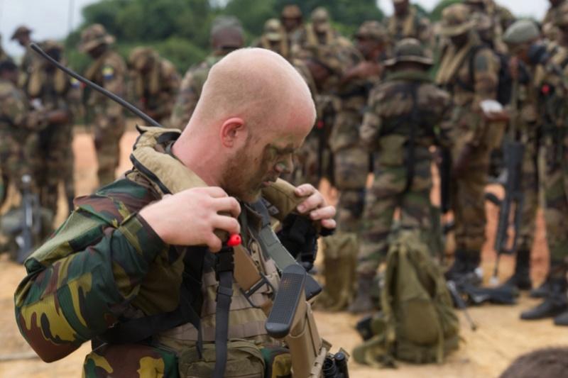 Armée du Gabon - Page 5 3212