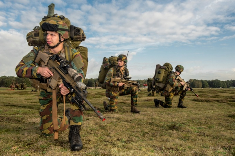 Armée Belge / Defensie van België / Belgian Army  - Page 13 3221