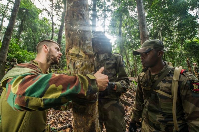 Armée du Gabon - Page 5 3312