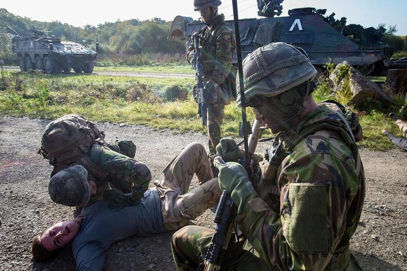 Armée Hollandaise/Armed forces of the Netherlands/Nederlandse krijgsmacht - Page 20 3316
