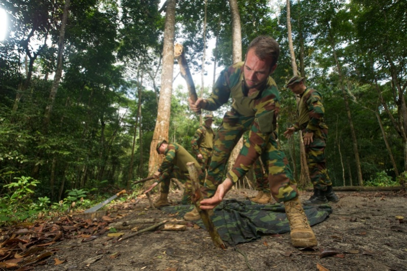 Armée du Gabon - Page 5 3412