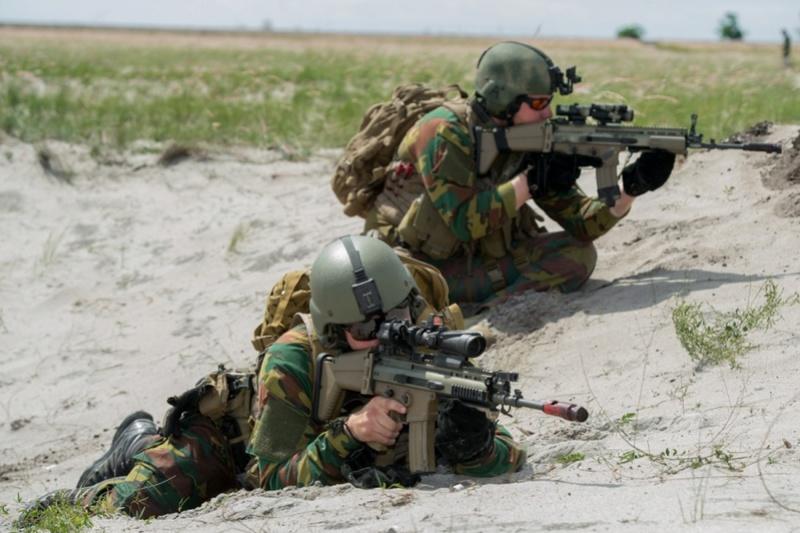 Armée Belge / Defensie van België / Belgian Army  - Page 13 3515