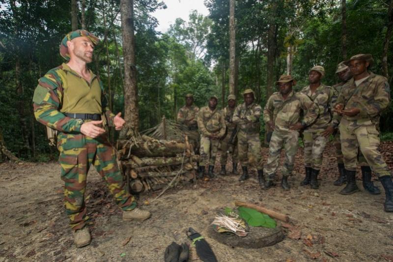 Armée du Gabon - Page 5 3612