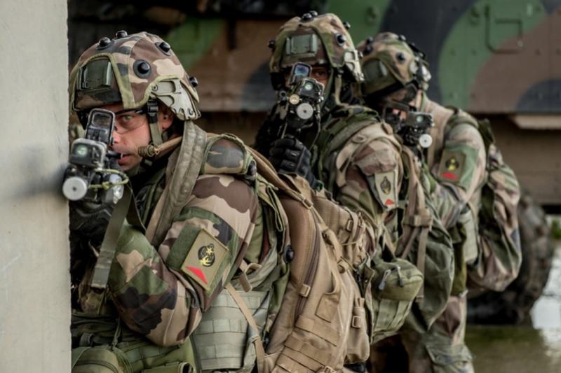 Armée Belge / Defensie van België / Belgian Army  - Page 13 4940