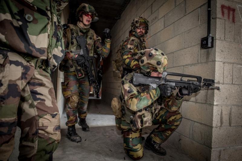 Armée Belge / Defensie van België / Belgian Army  - Page 13 5720