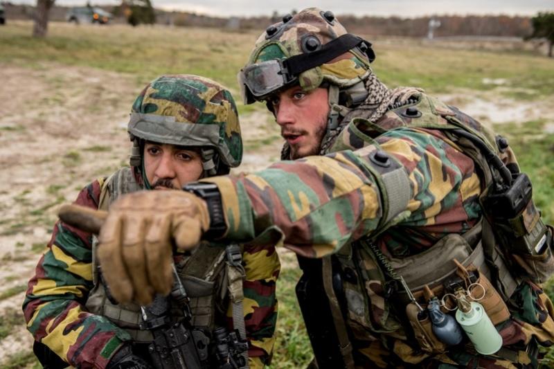 Armée Belge / Defensie van België / Belgian Army  - Page 13 5917