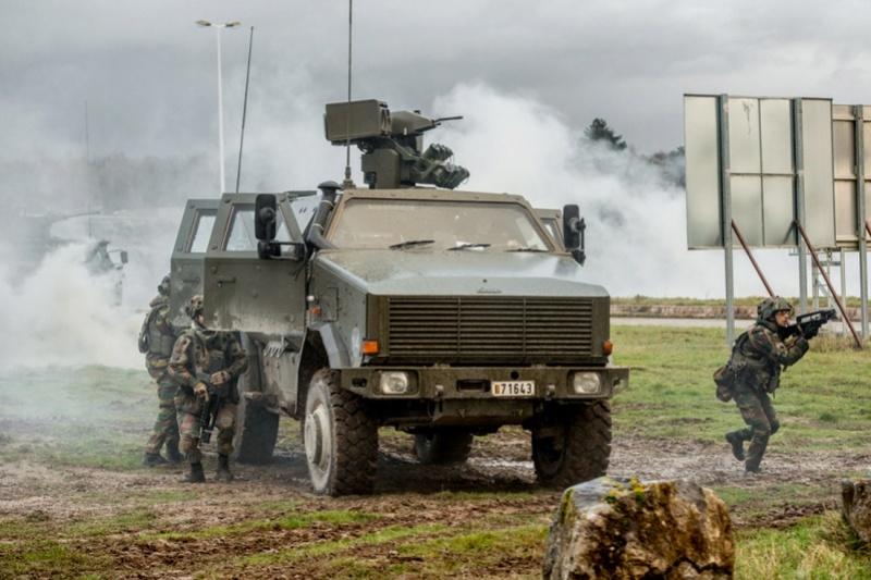 Armée Belge / Defensie van België / Belgian Army  - Page 13 6016