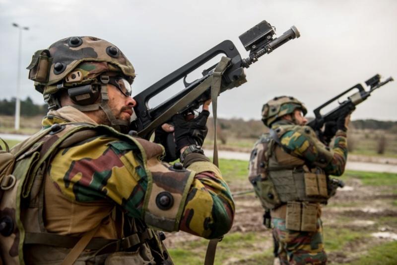 Armée Belge / Defensie van België / Belgian Army  - Page 13 6213