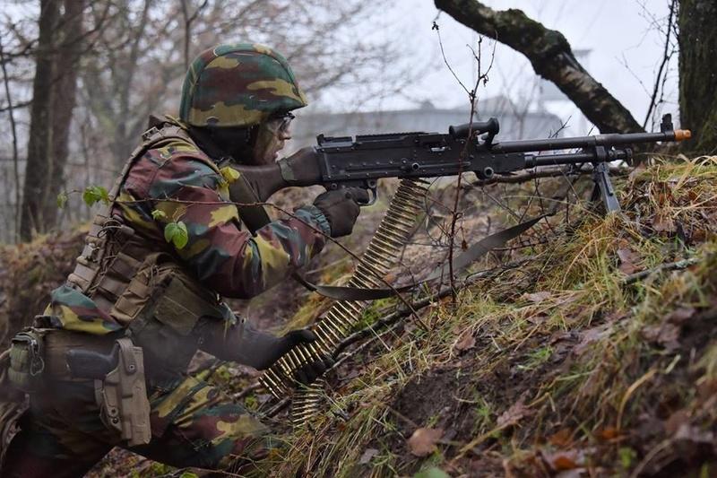 Armée Belge / Defensie van België / Belgian Army  - Page 14 82a15
