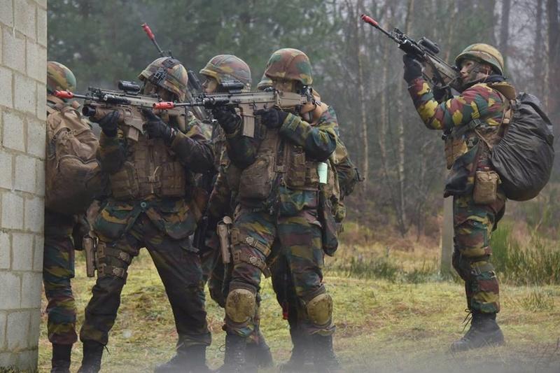Armée Belge / Defensie van België / Belgian Army  - Page 14 83a42