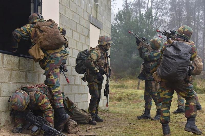 Armée Belge / Defensie van België / Belgian Army  - Page 14 83b50