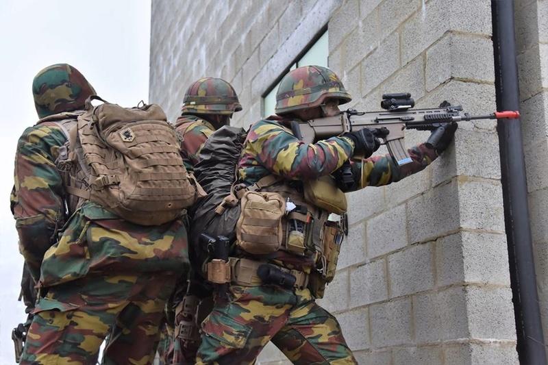 Armée Belge / Defensie van België / Belgian Army  - Page 14 83d58