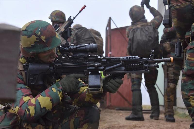 Armée Belge / Defensie van België / Belgian Army  - Page 14 83e50