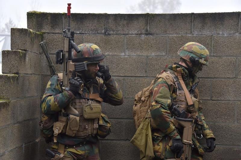 Armée Belge / Defensie van België / Belgian Army  - Page 14 83e51