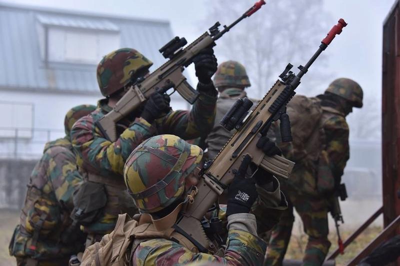 Armée Belge / Defensie van België / Belgian Army  - Page 14 83f63