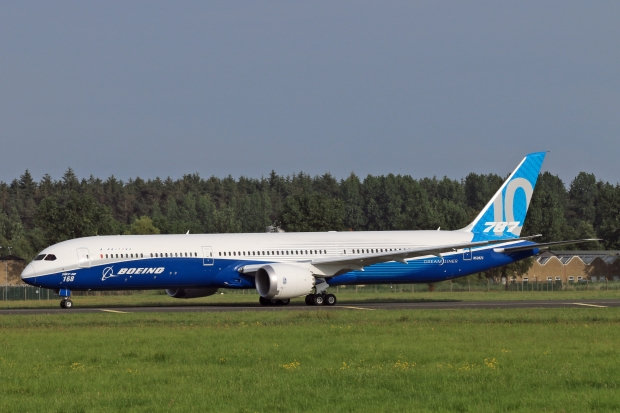 Le Boeing 787 est arrivé - Page 6 83f71
