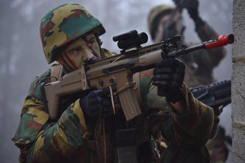 Armée Belge / Defensie van België / Belgian Army  - Page 14 83g58
