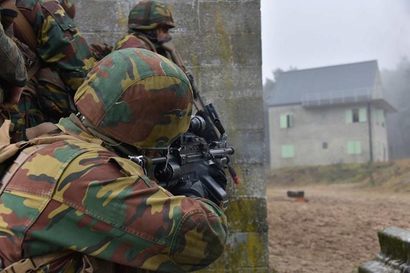 Armée Belge / Defensie van België / Belgian Army  - Page 14 83g59