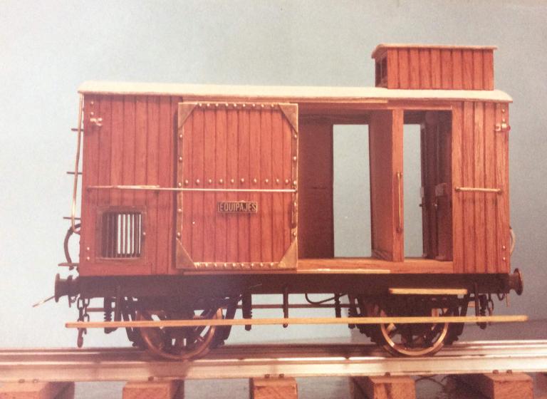 Furgo sèrie 1 a 6 del tren d'Olot A_1412