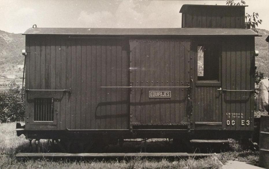 Furgo sèrie 1 a 6 del tren d'Olot A_1611