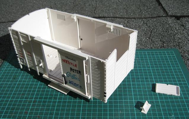 Personalització vagó 4032 de LGB (vagó tancat amb plataforma de guarda-frens) B_313