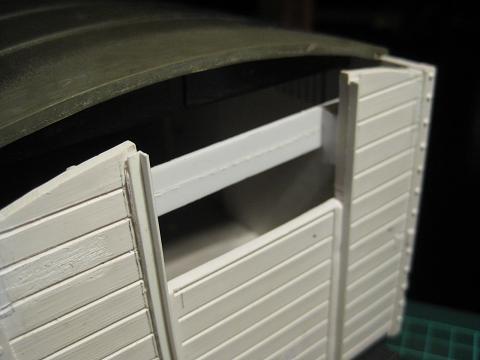 Personalització vagó 4032 de LGB (vagó tancat amb plataforma de guarda-frens) C_410