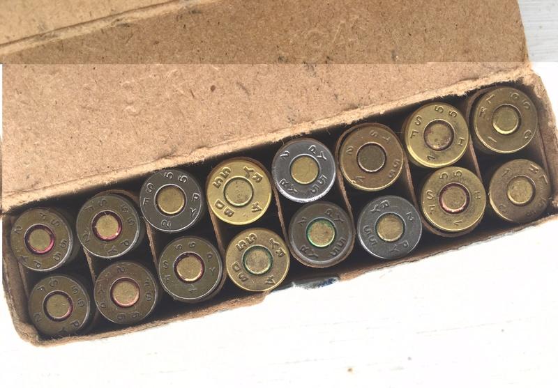 Une curieuse boite de 16 cartouches de 9 mm para... Img_4913