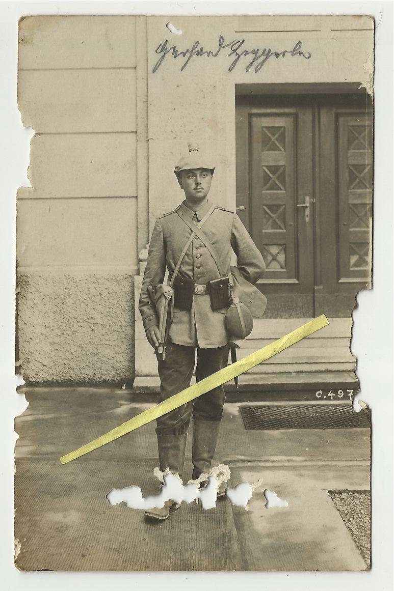 Les pochettes pour loger les chargeurs de rechange de Luger. - Page 2 Soldat11