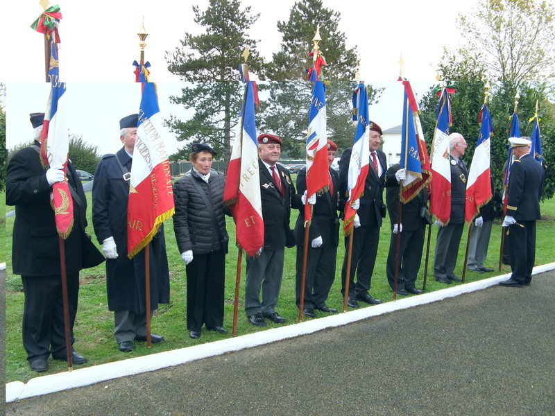 STELE DU CPA 10  Base d'Orléans-BRICY le 10.11.17 Cpa10_32