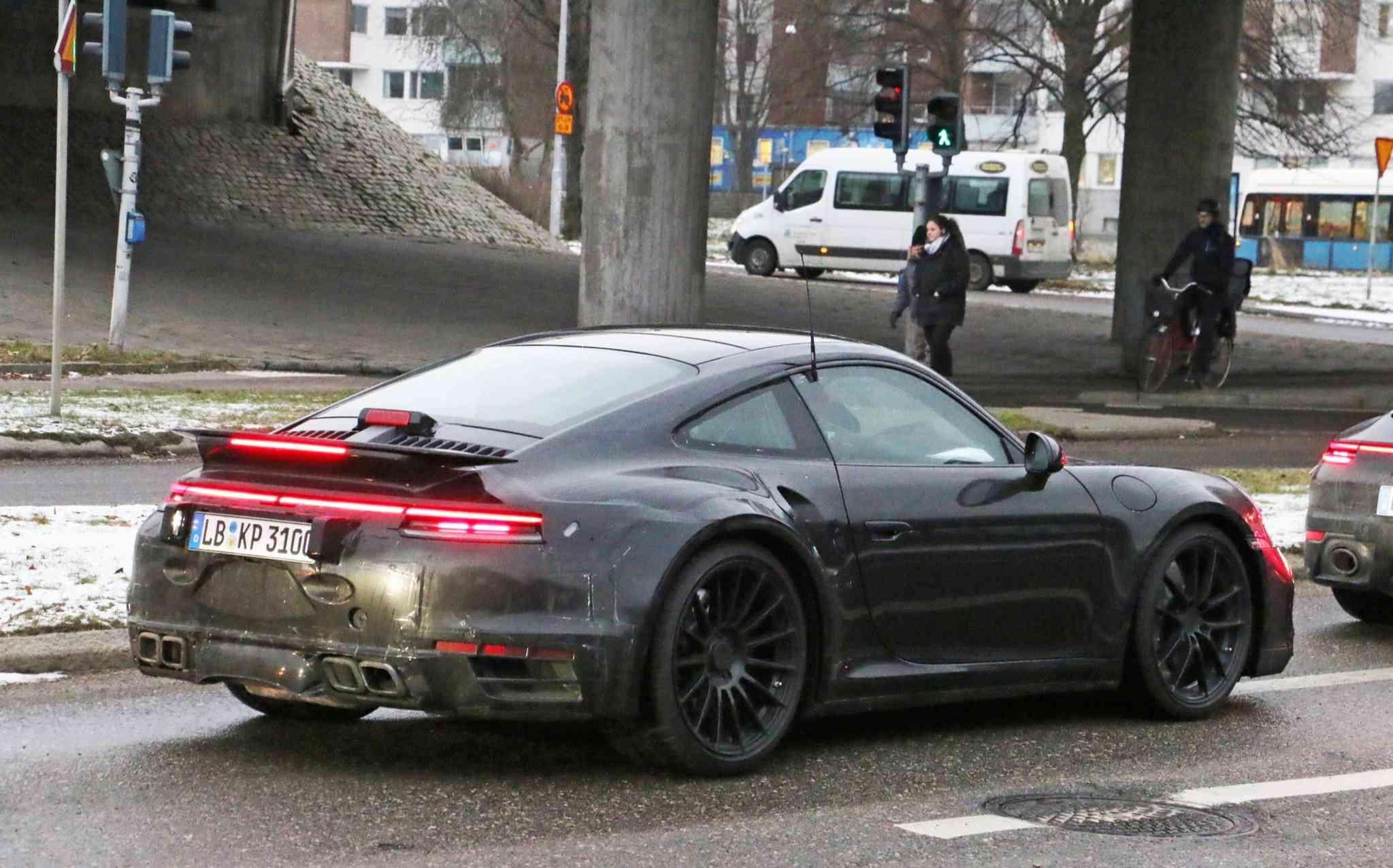 Porsche 992 turbo Spy shots  3e5f7910