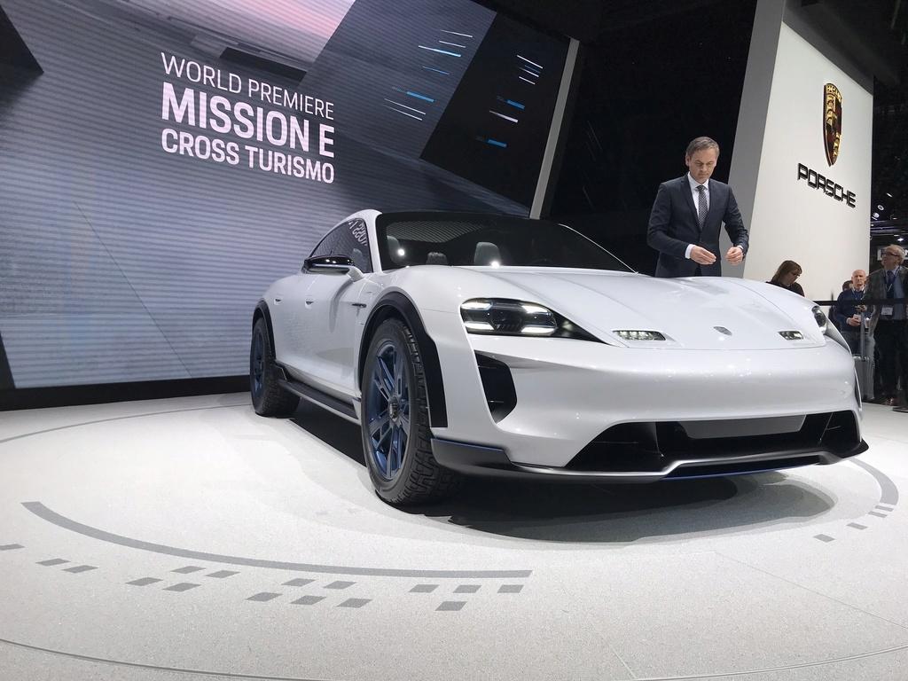 Porsche Mission E Cross Turismo D31e6310