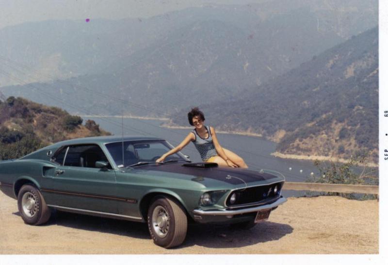 Vieille photo qui inclus des Mustang 65-73  12515510