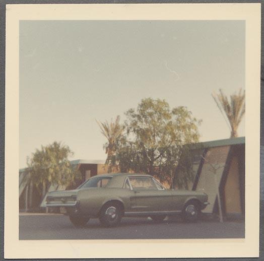 Vieille photo qui inclus des Mustang 65-73  1967_m23