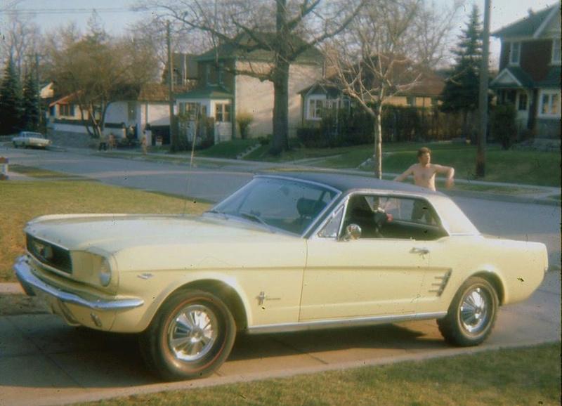 Vieille photo qui inclus des Mustang 65-73  26169910