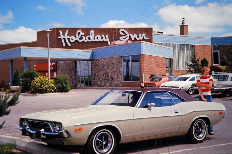 Vieille photo qui inclus des Mustang 65-73  28377810