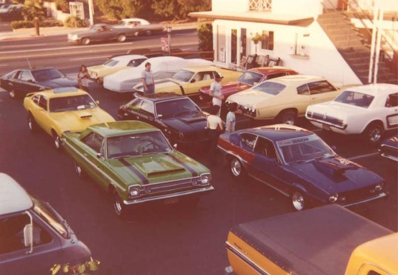 Vieille photo qui inclus des Mustang 65-73  29258410